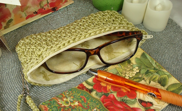 Crochet a case for your glasses